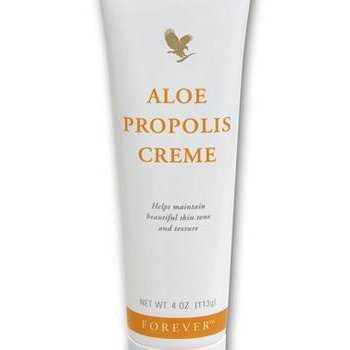 Pentru hidratarea tenului foloseste Aloe Propolis Creme